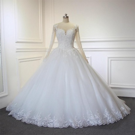 wedding-dress-for-rent-with-veil-underbasket-and-robe-big-1