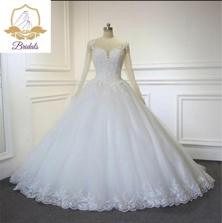 wedding-dress-for-rent-with-veil-underbasket-and-robe-big-0